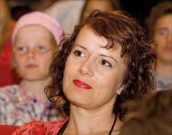 Ulrika Bergroth-Plur er musikklærer, dirigent og pedagog.
